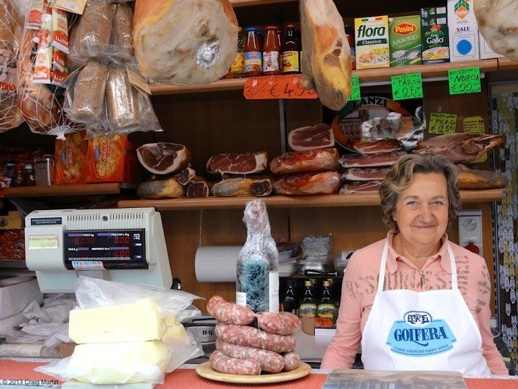 An Eating Italy food tour is a great way to taste Rome.