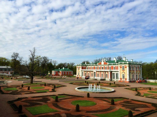 Estonia Podcast - The summer palace at Kadriorg, Tallinn