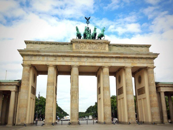 visit the Brandenburg gate