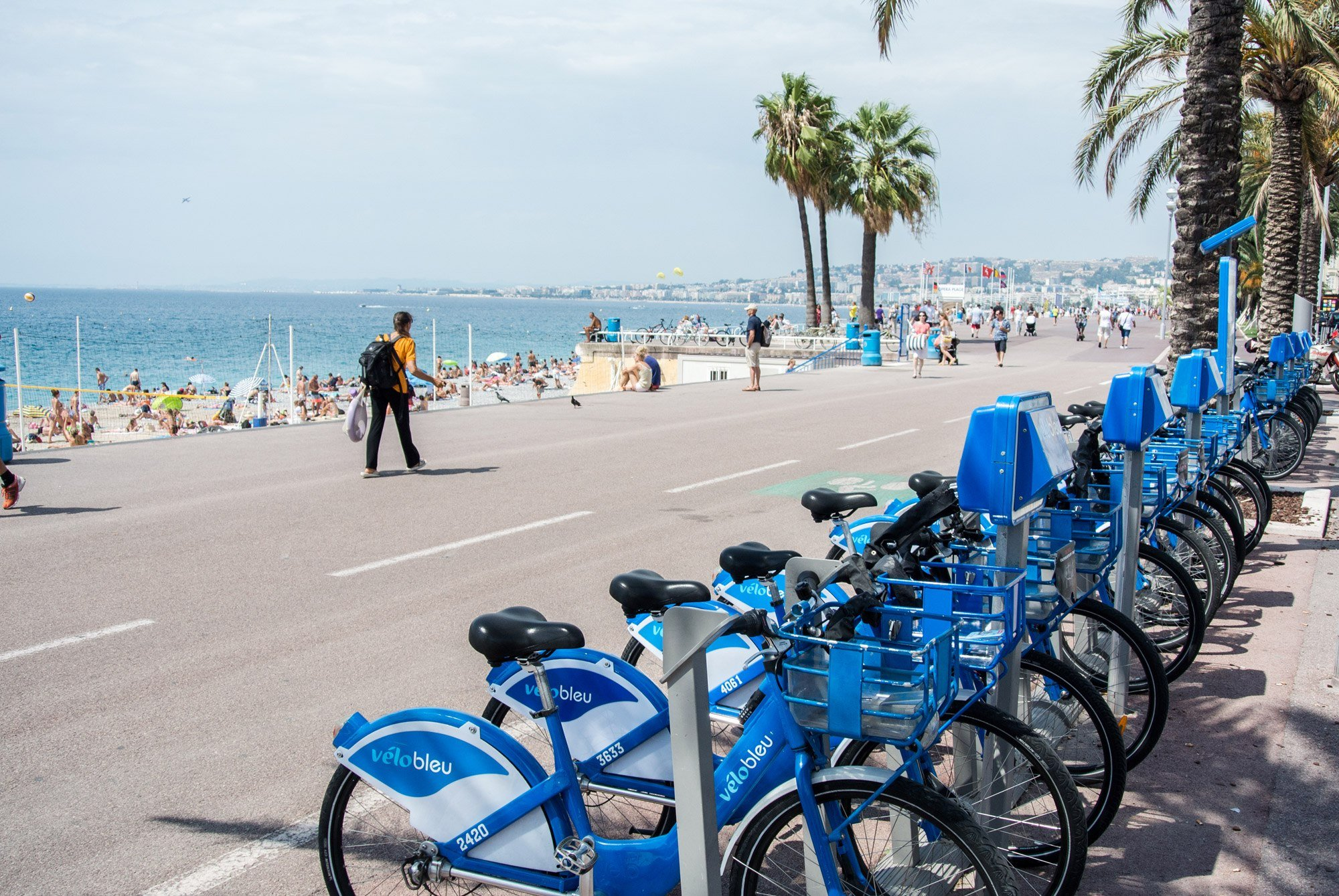 Get around by bike in Nice, France