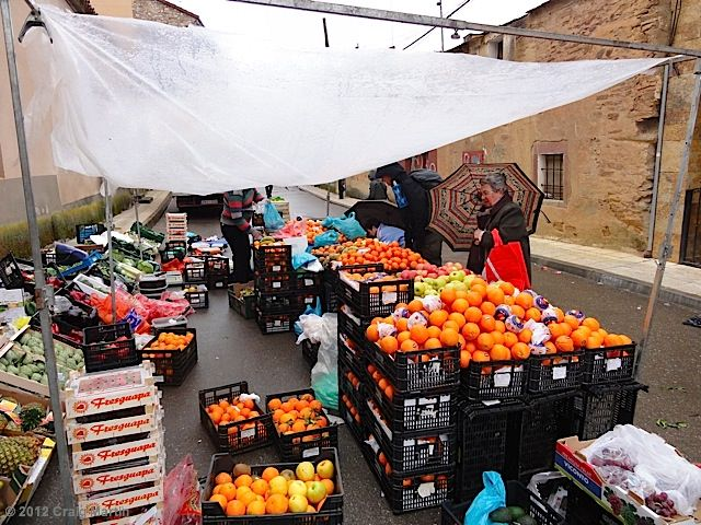Morning market in Tábara