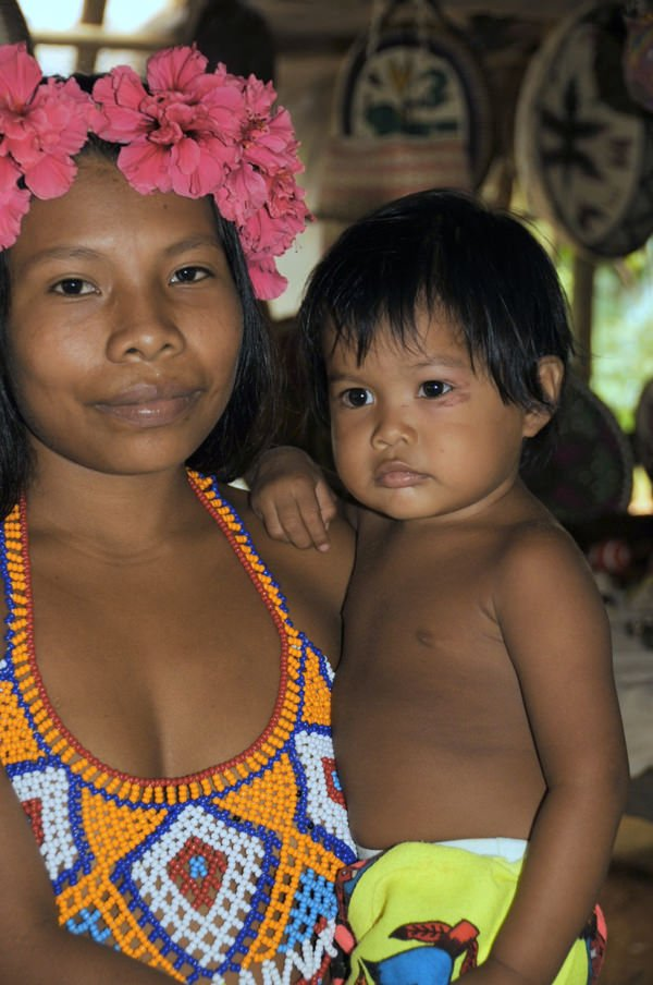 Mother and child of the Emberá Parara Puru of Panama