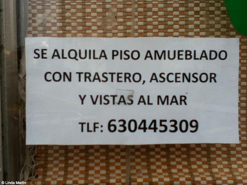 Apartment for rent sign in A Coruna