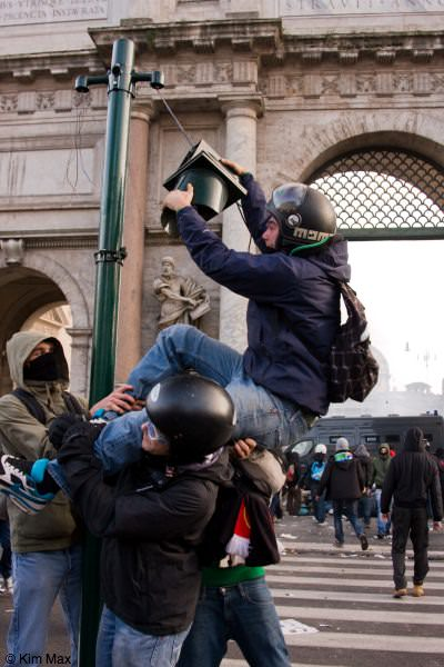 december riots in rome italy - vandalism
